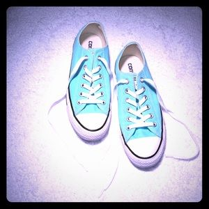 Converse Chuck Taylor Sneakers 🌸